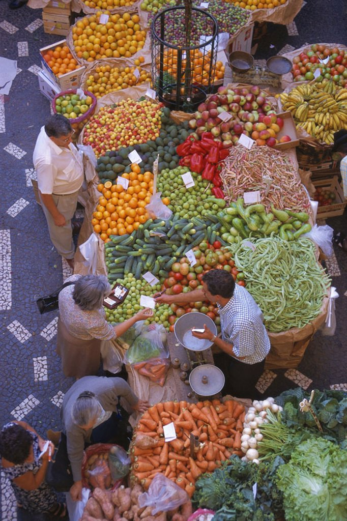 Stock Photo: 1558-67500 Vegetable market, merchandise, dealers, customers,  from above no models release! Week market, market, food market, sale, food, food, vegetables, fruit, selection, offer, trade, business, concept, market drift, haggles, deals, Portugal, island Madeira, Fu