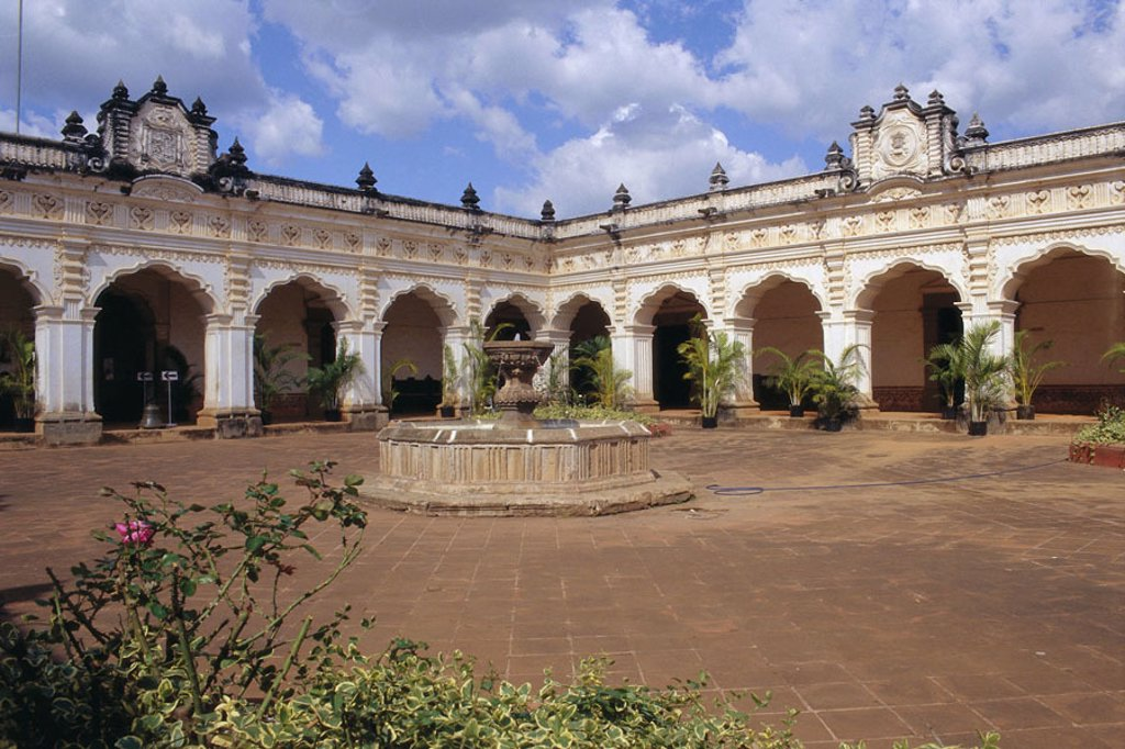 Stock Photo: 1558-67780 Guatemala, Antigua de Guatemala, Cloister, yard, wells  Latin America, Central America, central America, water, cloister yard, Merced-Kirche, style, colonial style, arcades, patio, inner courtyard, plants, colonial architecture, architecture, construction
