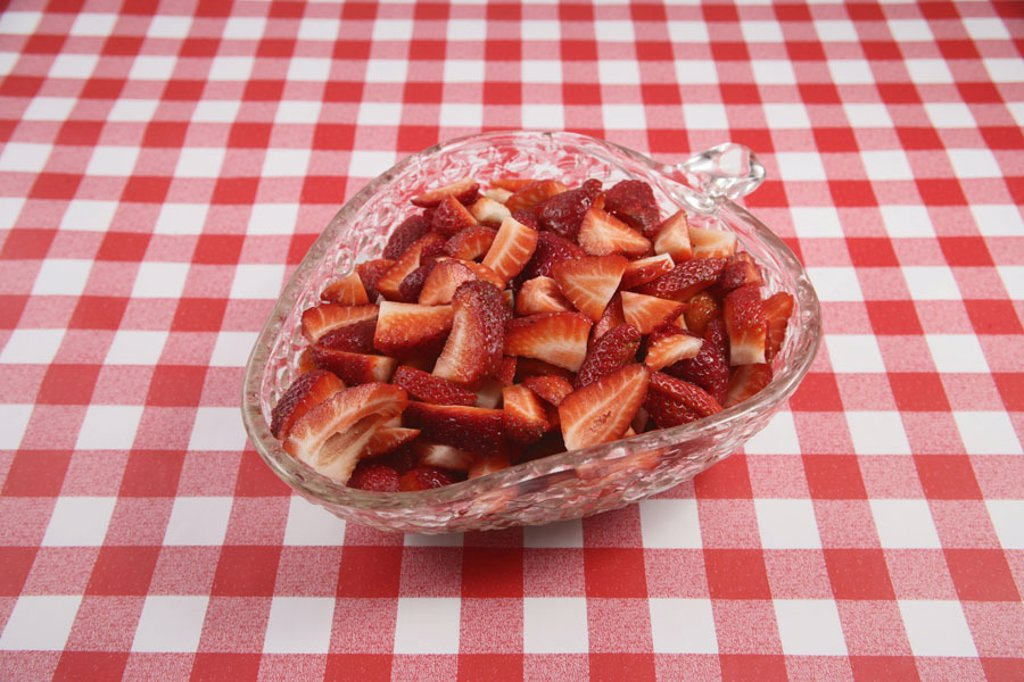 Table, tablecloth, glass tray, red-knows, Strawberries, bragged  Tablecloth, checkered, peel, dessert, dessert, strawberry peel, fruits, nutrition healthy, vitamin-rich, food, figure-consciously, health-consciously, nutritional-consciously, saisonal, frui : Stock Photo