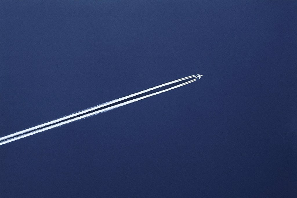 heaven, airplane, contrails,     Airspace, passenger airplane, airline company, trip, travels, going on a trip, Travel, flie, flight trip, airline, Düsenjet, vacation, vacation, tourism, tourism, transportation, persons transportation, aeronautics, air tr : Stock Photo