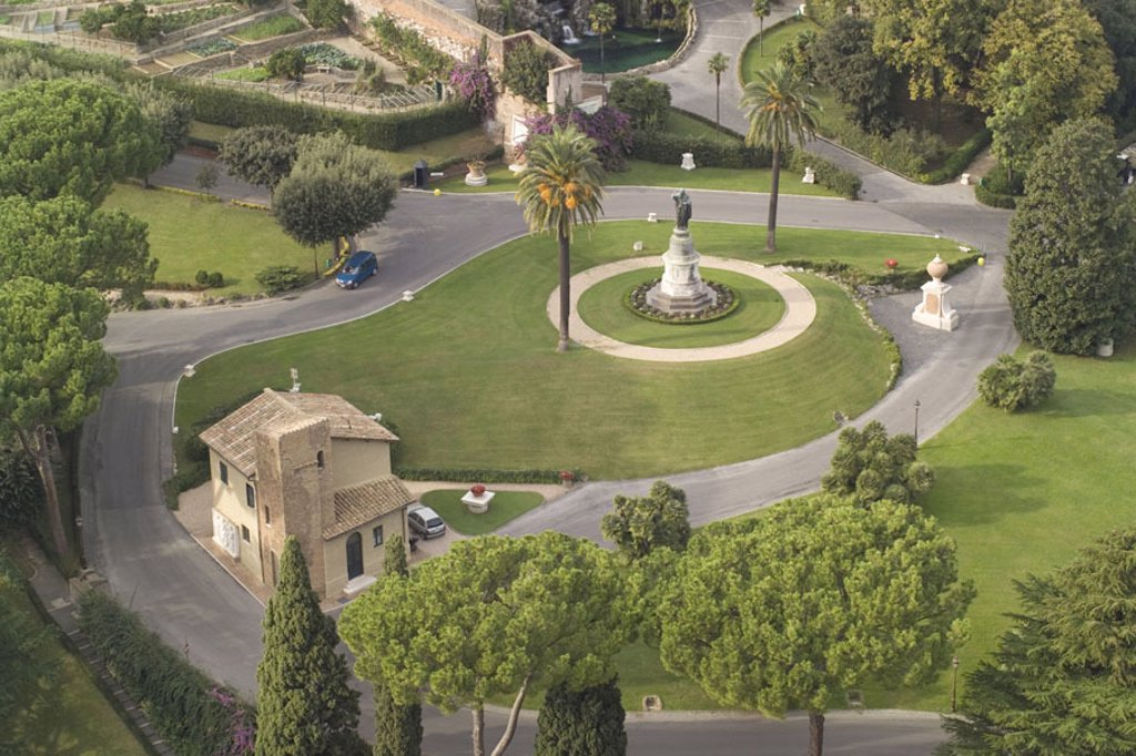 Italy, Rome, Peter cathedral, gaze,  Vatikanische gardens, park,  Detail, overview, Capital, Vatican, eternal city, Giardini Vaticani,  Park, grounds, buildings, constructions, culture, sight, tourism, summer, destination, concept, silence, silence, relax : Stock Photo