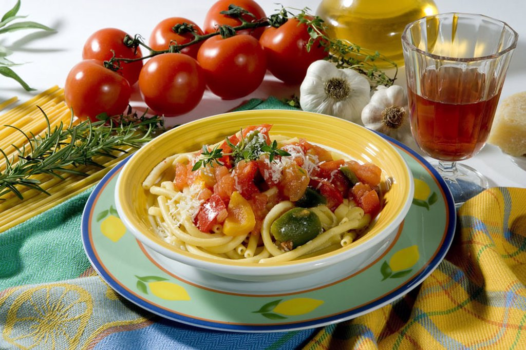Plates, macaroni, paprika sauce, ingredients,   Food, food, food, food, meal, noodle court, vegetarian, pasta, noodles, sauce, shrub tomatoes, garlic tuber, garlic, rosemary, Parmesan, glass, beverage, quietly life : Stock Photo