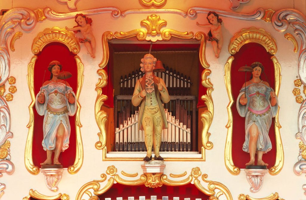 Organ, figures, ornamentation, nostalgic   Music instrument, instrument, organ pipes, whistles, Pfeifwerk, decorates, gilds, splendidly, illumination, Kirmes : Stock Photo