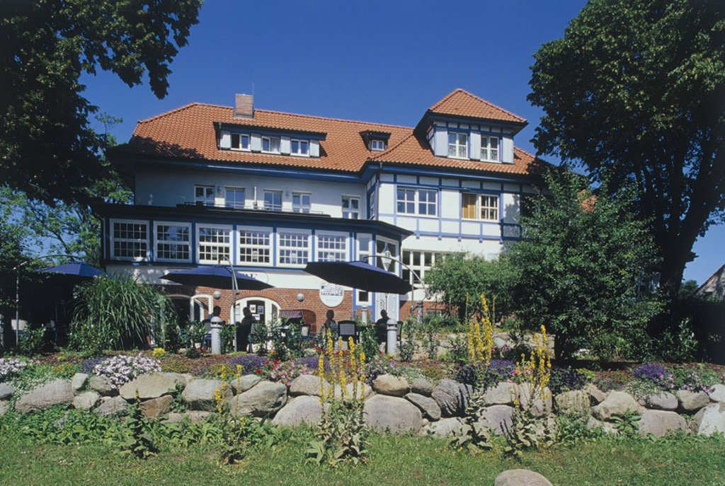 Germany, Mecklenburg-Western Pomerania,  Island Hiddensee, cloister, hotel, Restaurant terrace, park, Baltic sea, Baltic sea bath, sea resort, national park Vorpommersche Boddenlandschaft, hotel buildings, Restaurant, hotel dining room, terrace, guests, t : Stock Photo