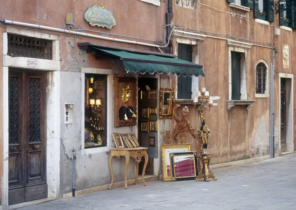 Stock Photo: 1558-74001 Italy, Venezien, Venetien, alley, row of houses, Antiquitätengeschäft,  House facade, weather, old, damages, unkempt, renovation-needy, business, sale, antiques, Collector items, collectibles, lover piece, antique, old, nostalgically, furniture, pieces of