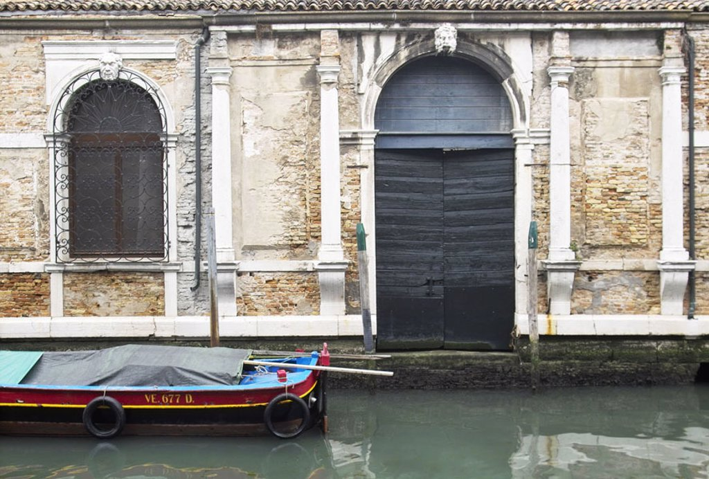 Italy, Venetien, Venice, Hausfassade,  Detail, landing place, boat  Lagoon city, waterway, motorboat, tarpaulin, house, facade, windows, puts bars on, fences, stonework, old, weather, broken, descended, damages, unkempt, renovation-needy, abandoned, decay : Stock Photo