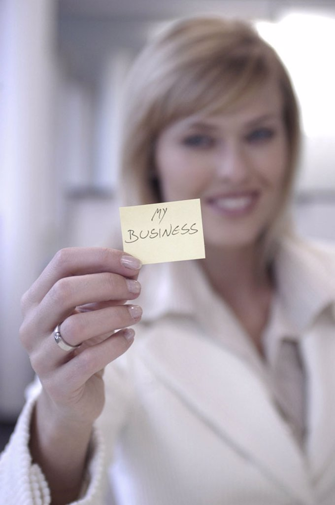 Stock Photo: 1558-75952 Businesswoman, smiling, note, ´My  Business´, shows, portrait, fuzziness  Women portrait, blond, self-confidently, note papers, Post-it, communication, undertakes, entrepreneur, hint, concept, memory, motivation, attention, morale, morals, ambition, succe