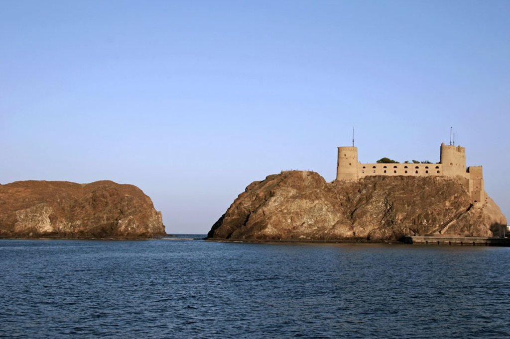 Sultanate Oman, Maskat, bay, rocks, Fort ´Jalali´, sea,  West Asia, Arabic peninsula capital culture Arabic architecture Portuguese, 16. Jh., construction, eastern fortress, Weheranlage, concept, bulwark, resistance, protection, security : Stock Photo