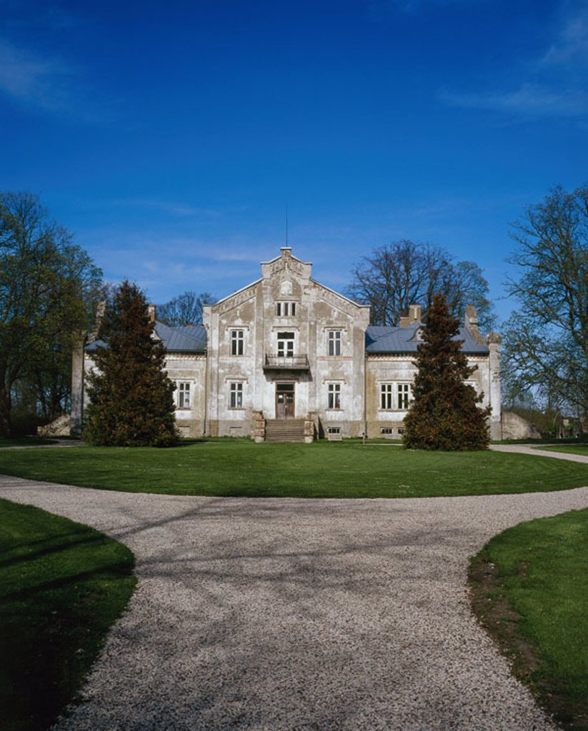 Stock Photo: 1558-77063 Estonia, island Muhu, hotel property Pädaste,  Manorhouse  North-east Europe, Baltikum, Baltic sea island, Moon, sight, estate, hotel buildings, architecture, 13. Jh., housing, Steinbauweise, stone house, country seat, manor, driveway, way, concept, flair