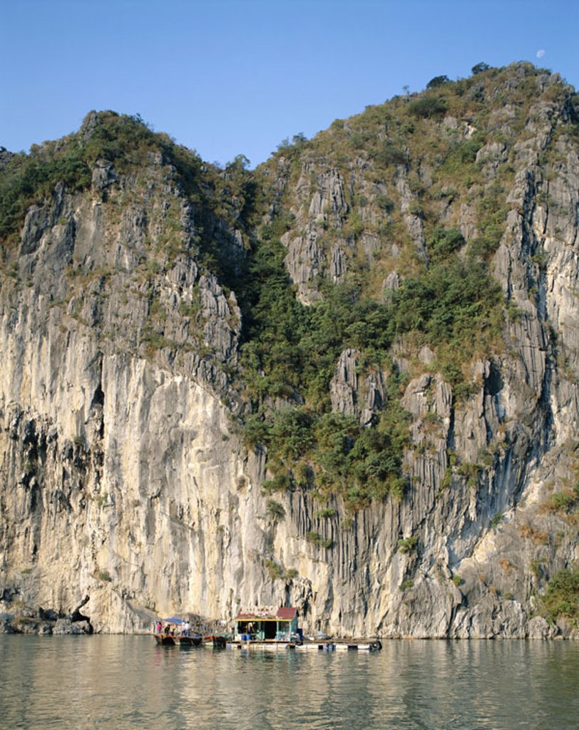 Stock Photo: 1558-77178 Vietnam, Halong bay, houseboats   Asia, southeast Asia, golf of Tonkin, ´bay of this, Descended dragons´, rock coast, Steilküste,  Coast, rocks, limestone rocks, rock face, nature, UNESCO-World Heritage Site, concept, nature drama, nature scenery, impress