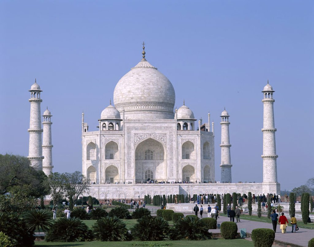 India, Agra, Taj Mahal, park, Tourists  Asia, South Asia, North India, Uttar Pradesh, mausoleum, approximately 1648, onion dome, 58 m high, minarets, park, well installation, sight, architecture, architecture, UNESCO-World Heritage Site,  Art, culture, co : Stock Photo