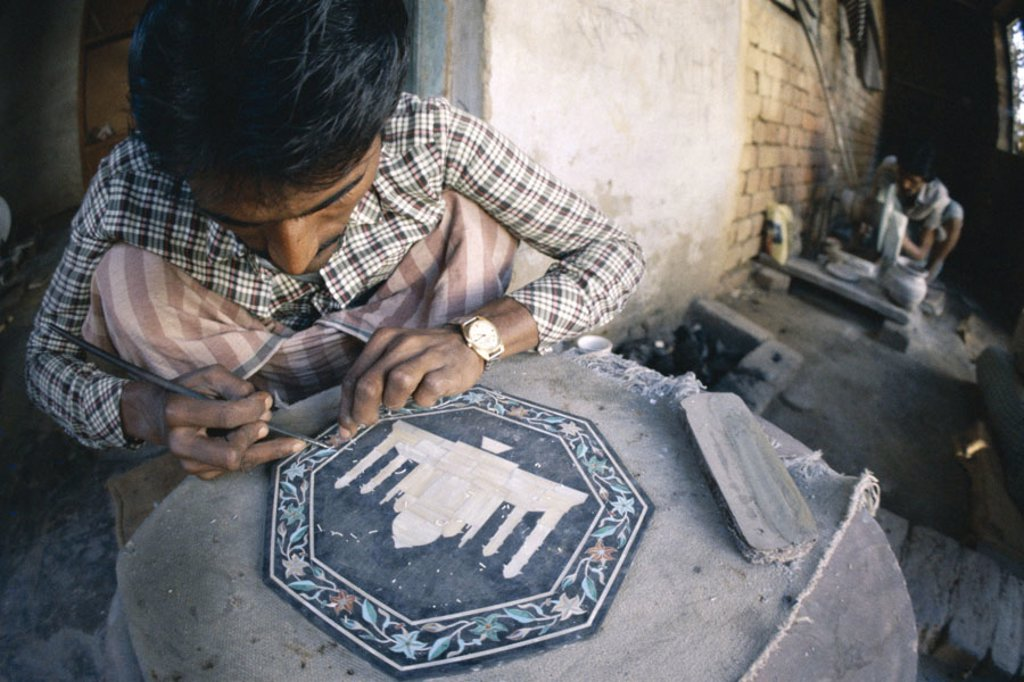 India, Agra, craftspersons, plates,  Inlay, Taj Mahal, no models release Asia, South Asia, North India, Uttar Pradesh, native, workers, craft, handicraft,  man-made, handicraft, souvenir, economy, Retails, tourism, destination : Stock Photo