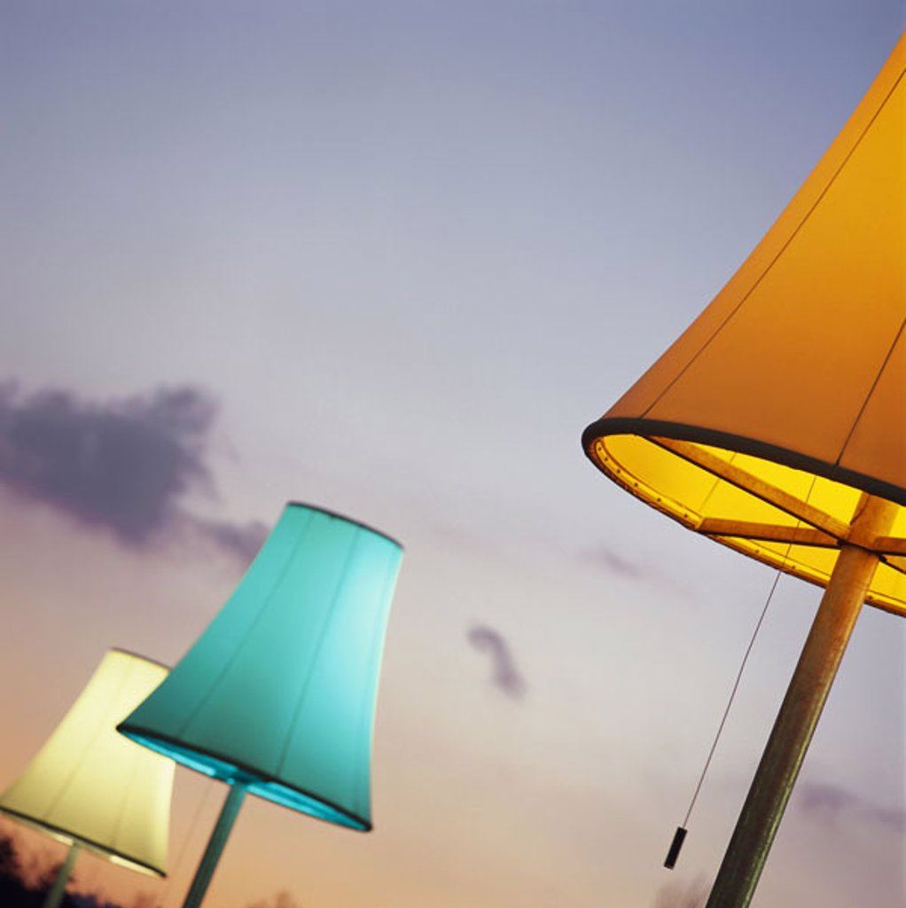 Stock Photo: 1558-78328 Stehlampen, lampshades, shine, pussy, evening heaven  Art, lamps, three, installation, light, colors differently, evening, evening mood, twilight, outside, concept light objects outside illumination, ´inspiration,´