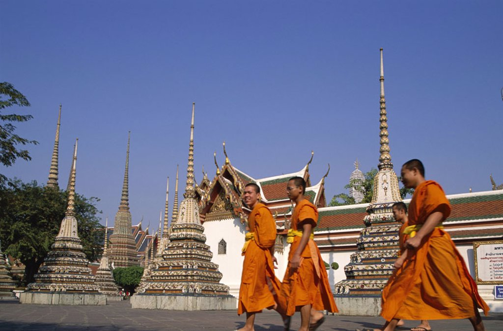Stock Photo: 1558-78504 Thailand, Bangkok, wade Pho, Chedis, Monks no models release Asia, southeast Asia, wade Chetuphon, Temple of the, Reclining Buddha, temple installation, pagodas, Chedi, Cloister, cloister installation, constructions, architecture, architecture, art, cultu
