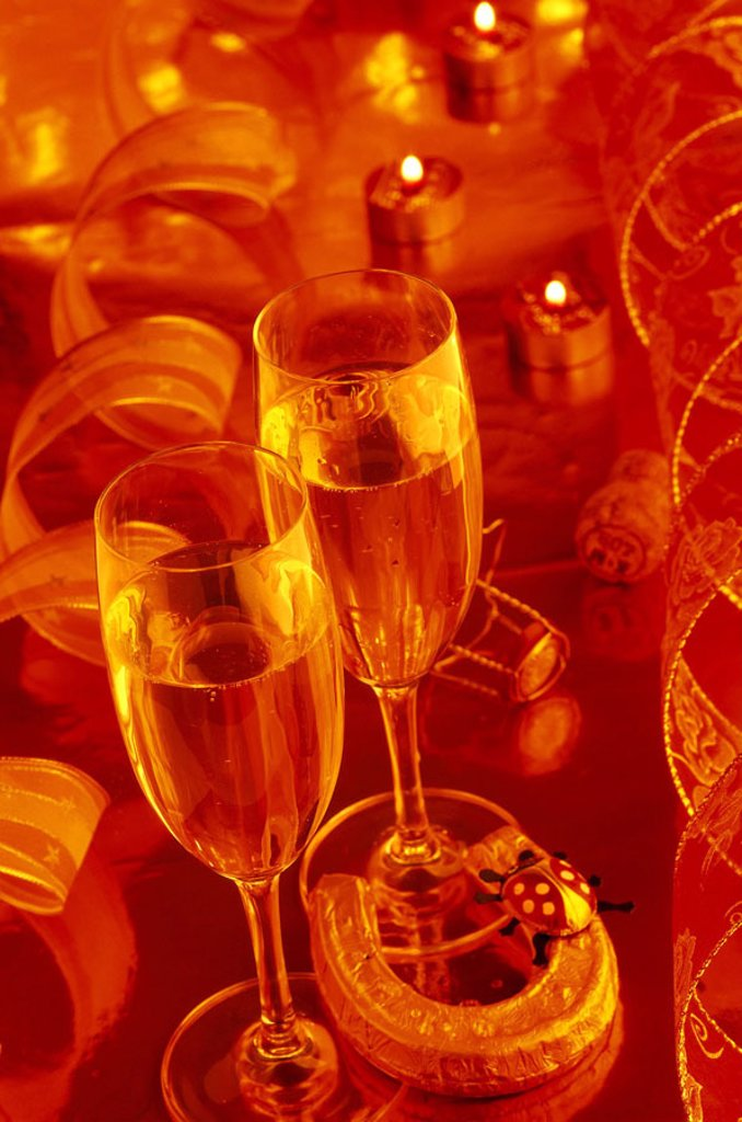 Stock Photo: 1558-79191 Lives, New Year´s Eve, champagne glasses,  Candles, lucky charm,  New Year´s Eve night, New Year´s Eve, turning of the year, party, celebration, solemnly, festively, decoration, ribbons, bows, glasses, champagne, bumps, two, horseshoes, ladybugs, color mo