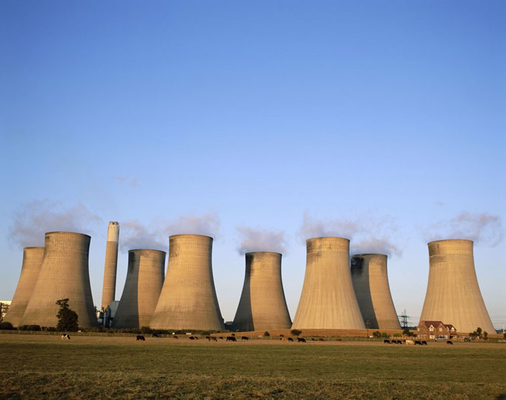 Great Britain, England, Nottinghamshire,  Radcliffe On Trent, industrial installation,  Power plant, cool towers, house, pasture, cows  Europe, island, city, economy, industry, contrast, contrast, manufacturing factory, pollution, emission, air pollution, : Stock Photo