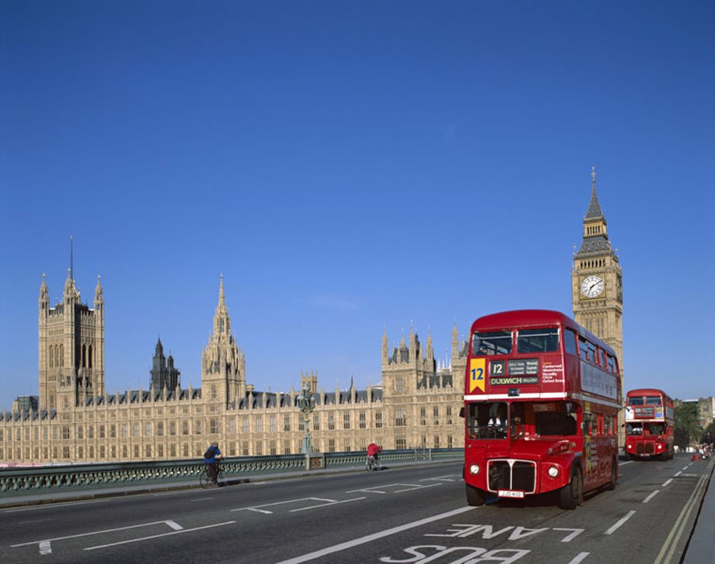 Great Britain, England, London,  Westminster bridge, buses,  Houses of Parliament, Big Ben,  Europe, island, city, capital, view at the city, bridge, buses, buildings, construction, landmarks, Westminster, style, architecture, Neugotik, Parliament, govern : Stock Photo