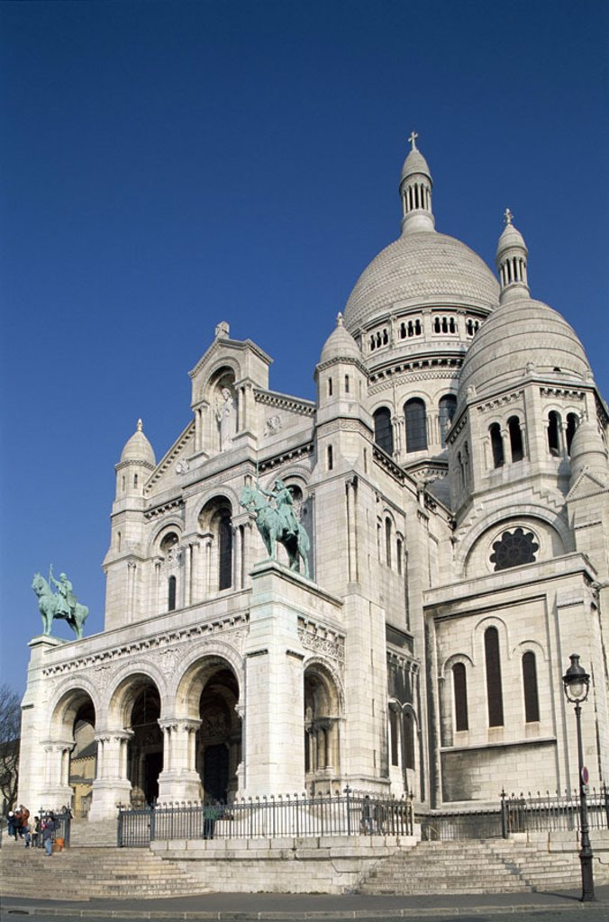 France, Paris, Montmartre, Basilica Sacré-Coeur   Europe, capital, sight, landmarks, construction, Sacre Coeur Basilica, church, completion 1910, domes, architecture, architecture, style, historically, neobyzantinisch, sacral construction, white, mighty, : Stock Photo