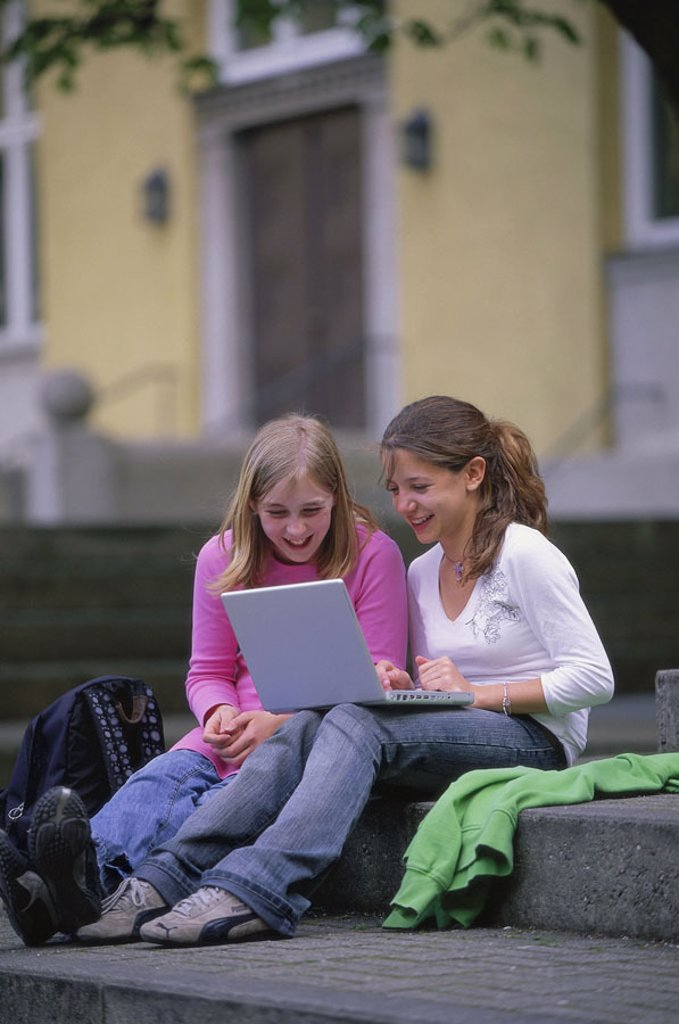 Teenager, girls, laptop, cheerfully, laughing  Leisure time, teenager girls, 14 years, sisters, sitting siblings, friends, steps, computers wearable, Notebook, learning, playing, together, fun, child-easily, computer games chatten Internetsurfen, cable-lo : Stock Photo