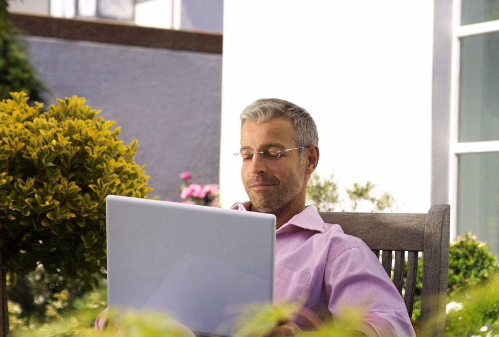 Stock Photo: 1558-81052 Terrace, man, middle age, glasses,  Laptop, data input,  Series, 40-50 years, well Age, glasses bearers grey-haired, short-haired, good-looking leisure time hobby closing time, computers, wearable, e-mail, writes, reading, chatten, online, User, communica