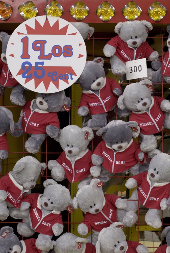 Stock Photo: 1558-84479 Kirmes, Losstand, prices, teddy bears,    Fair, market stand, lots, lot, price, profits, score, luck, profit, lottery, game, gamble, toy, mass ware, kitsch, solace price, material animals, little bear,