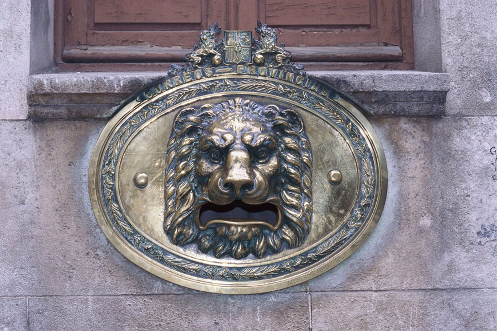 Stock Photo: 1558-85338 Spain, Burgos, house, detail,  Lion head,   Buildings, windows, wells, opening, mouth, lion, brass, culture, concept, power, strength, grandeur,