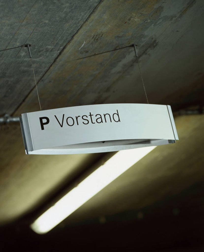 Parking structure, sign, parking place,  Board,   Blanket lamp, blanket light, illumination, park garage, information, information sign, hint, Stellplatz, reservation, reserving, entitlement, indoors, quietly life : Stock Photo