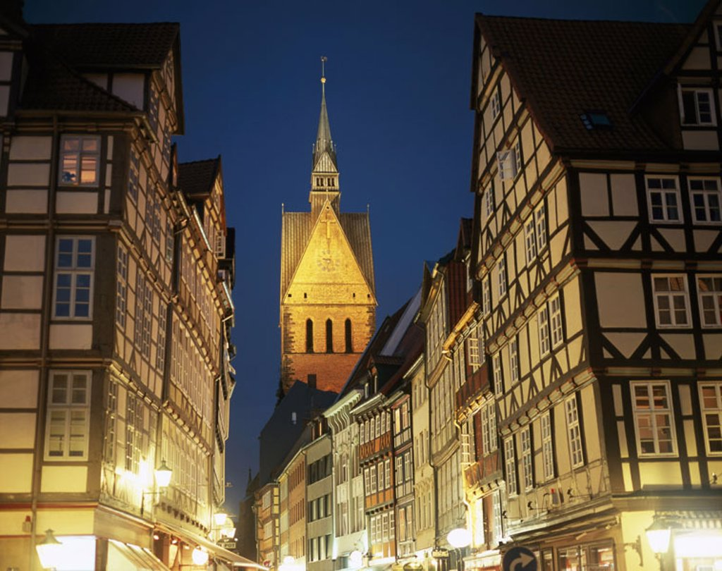 Stock Photo: 1558-86067 Germany, Lower Saxony, Hanover, old town, Kramerstraße, Marktkirche  St. Georgii et Jacobi, steeple, evening, view at the city, pedestrian zone, street cafes, architecture, timbering constructions, timbered houses, church, tower, illumination, outside,