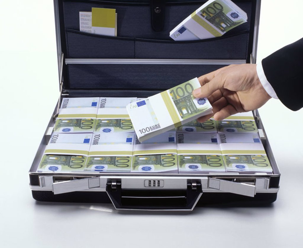 Stock Photo: 1558-87575 Suitcases, opened, bills, Euro,  focused, man, detail, hand, money bundle,  holding,  Series, money suitcases, Euro appearances, money, bills, money bundle, means of payment, hundred Euro appearances, takes out, inserts, concept, business, economy, trade,