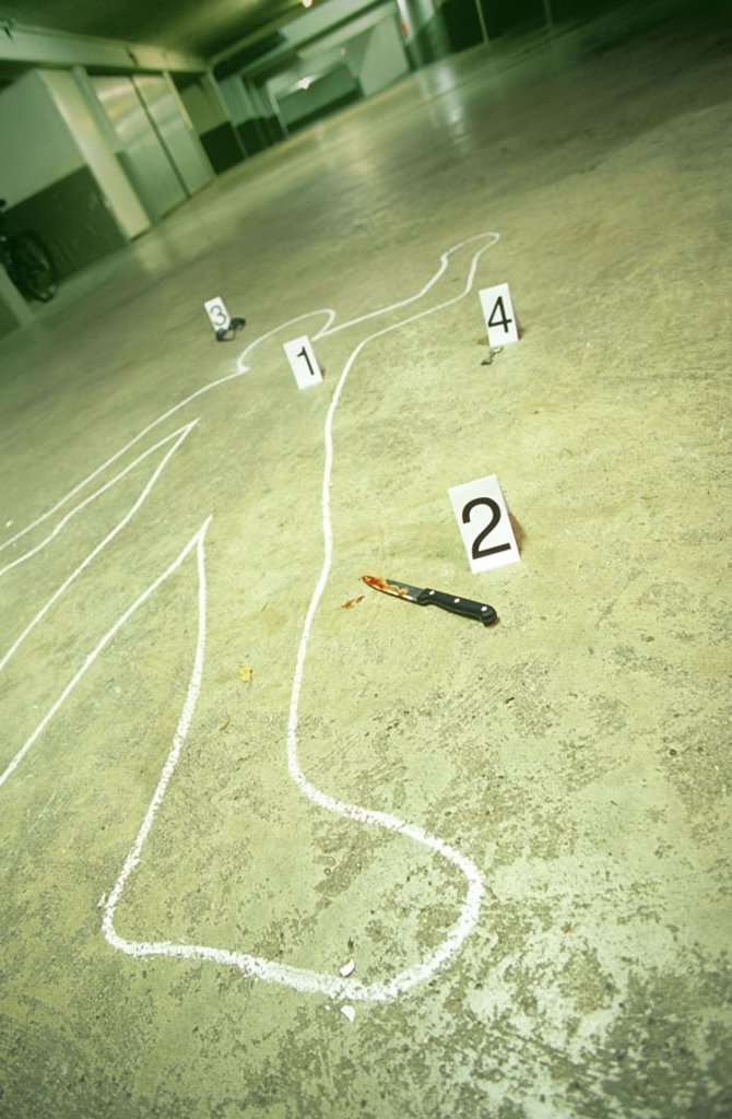 Park garage, trace protection, victims,  Outline, drawing, weapon, knives,,  Blood,  Series, parking garage, dangerously, crime, murder victims, murder, death, chalk outline, numbers, enlightenment, proof, sun glass, blood tracks,, : Stock Photo