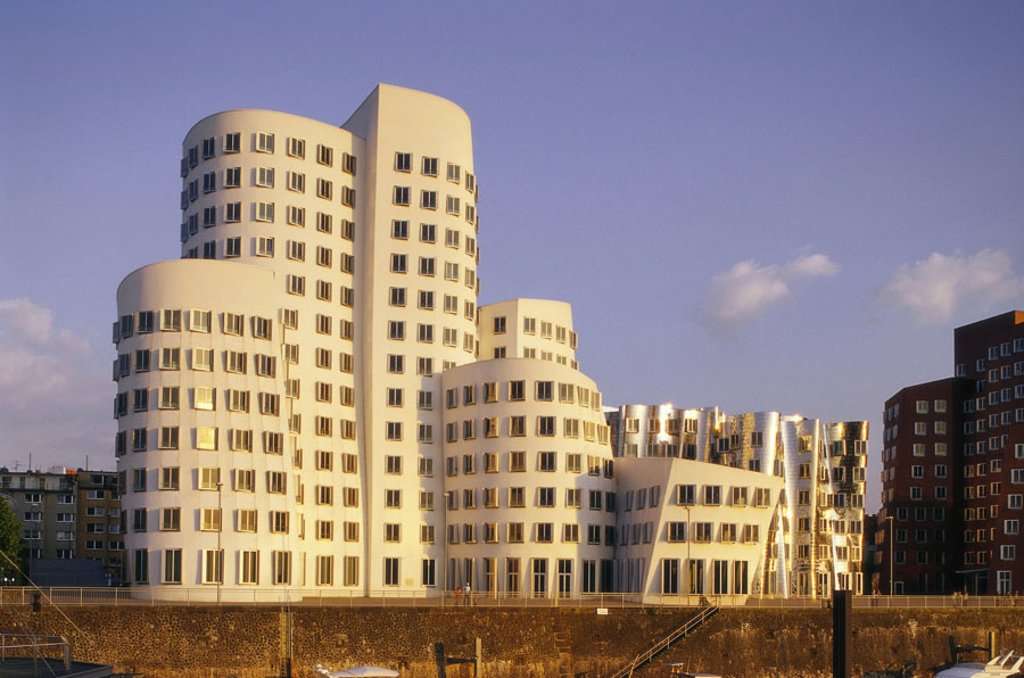 Germany, North Rhine-Westphalia, Düsseldorf, media harbor, newcomer Customs yard, Gehry-Bauten,  Media center, Gehrybauten, O´Gehry-Gebäude, buildings, three, ensemble, houses A, B, C, building complex, business houses, office buildings, Architect Frank O : Stock Photo