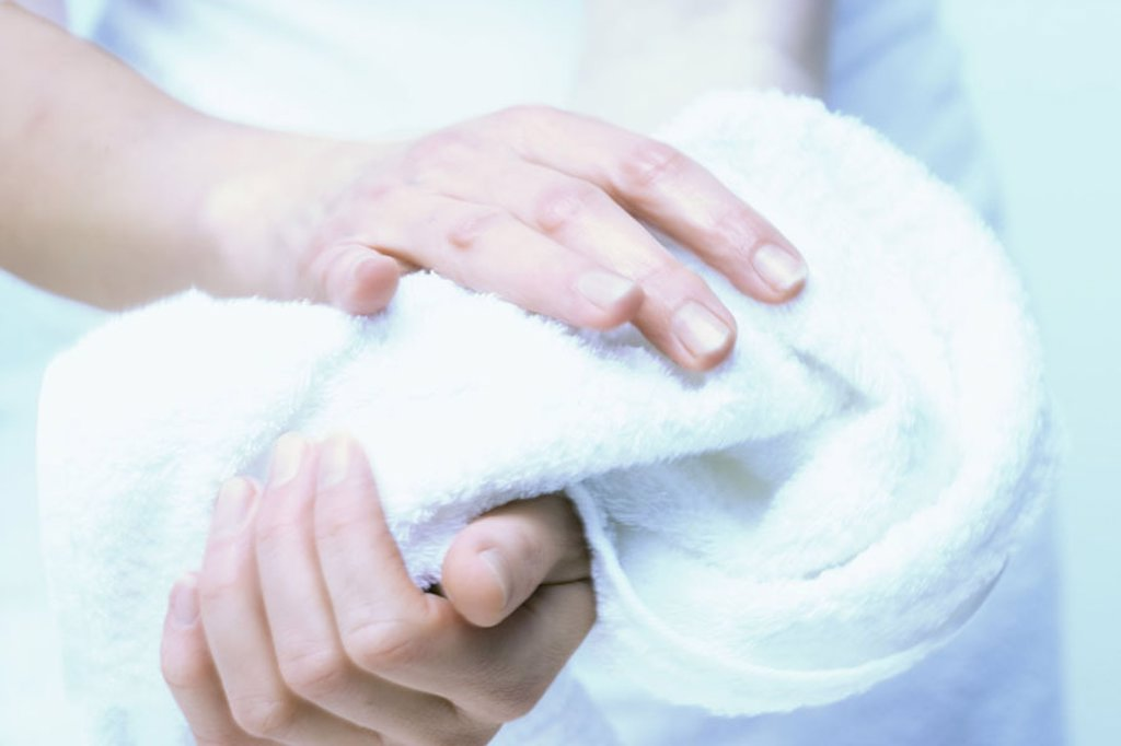 Stock Photo: 1558-88780 Women hands, towel, dry off,     Woman, detail, hands, Händewaschen, tidiness, purity, Beauty, care, is in the habit of, been in the habit of, skin care, hand care, cosmetology, beauty, cleaning, desiccation, terry cloth, dries soft, woolly,