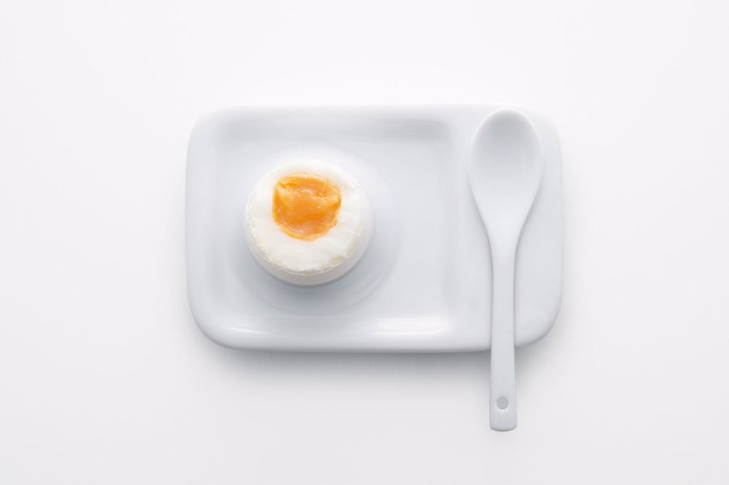 Eierbecher, spoon, Frühstücksei,  from above,   Series, food, egg, hen´s egg, soft-boiled, soft, bragged, Eierlöffel, porcelain, ceramics, color mood, color white, quiet life, studio, : Stock Photo