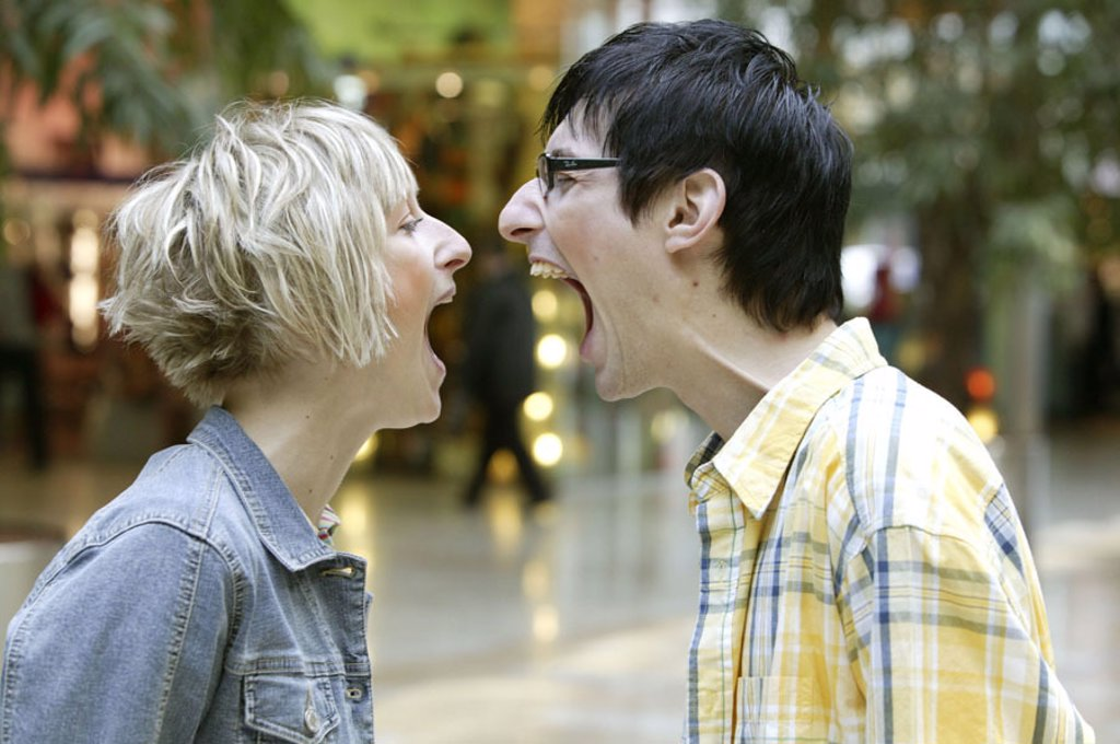 Stock Photo: 1558-89742 couple, gaze contact, shouts at, Side portrait,   20-30 years, friends, stand, across the way, screams, yells, tries to shout above, fury, fury, dispute, disharmony, feeling, emotion, incongruity, aggression, fit of rage, outburst, jealousy, disagreement,