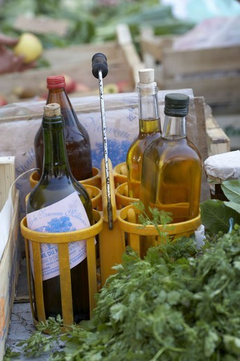 Week market, beverage bearers, sale, Olive oil, wine, vinegar,   Market, glass bottles, bottles, edible oil, oil, salad oil, red wine, wine bottle, herbs, fruit, vegetables, economy, retails, specialties, French, quietly life, fact reception, : Stock Photo