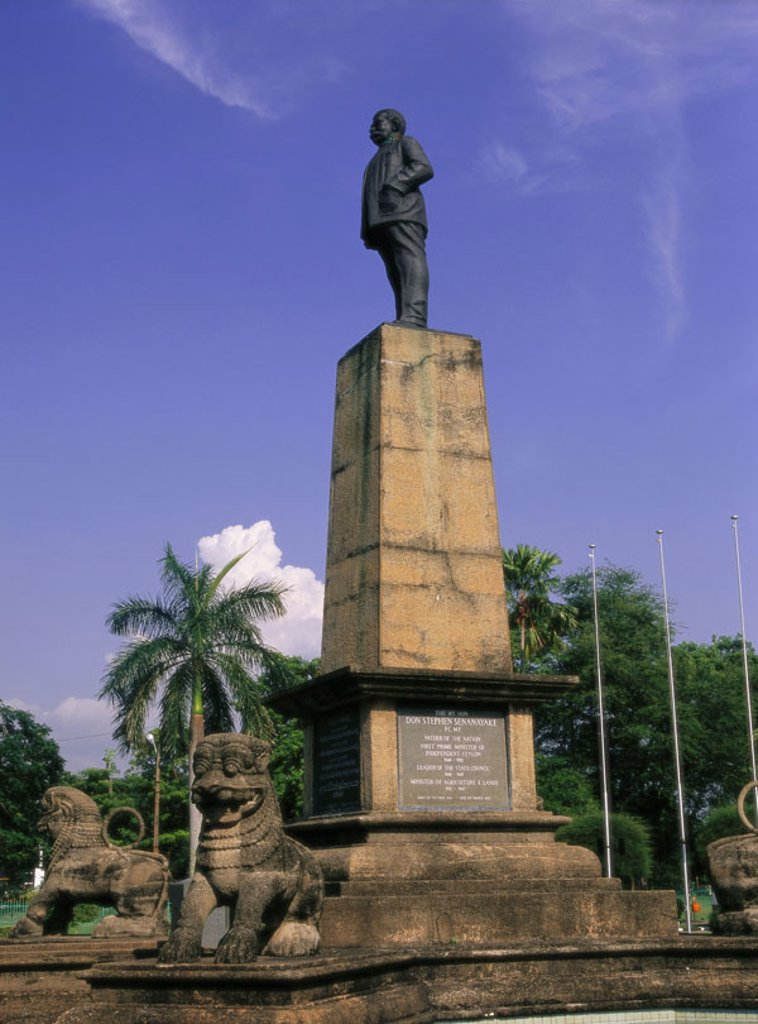 Island Sri Lanka, Colombo, Independence  Square, statue, Don Stephen  Senanayake,  Asia, South Asia, island state, capital, Independence avenue, monument, statue, politicians, 1884-1952, first government head, prime ministers, prime minister, reign 1948-1 : Stock Photo