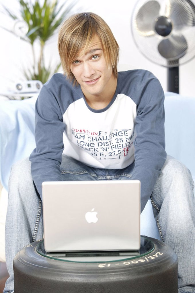 Stock Photo: 1558-92839 Teenager, smiling, laptop,  Data input,  no property release,  Series, youth, teenagers, man, young, 17-19 years, leisure time, Lifestyle, computers, wearable, data input, e-mail, writes, taps, chatten, internet, Internetsurfen, online, User, Wireless Lan