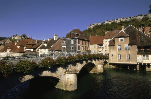 France, Franche-Comte, Vallee de  Loue, Ornans, skyline, big bridge,   Europe, Ostfrankreich, Louetal, place, river Loue, Grand-Pont, bow bridge, flower jewelry, water, summer, outside, : Stock Photo