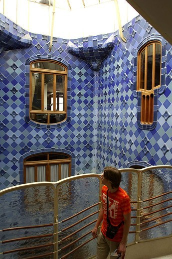 Stock Photo: 1558-93805 Spain, Barcelona, Casa Batllo,  Inner courtyard, facade, detail, visitors, no models release,  Buildings, construction, Gaudi-Haus, Architect Antonio Gaudi, architecture, architecture, house facade, mosaic, windows, forms, differently, facade formation, a