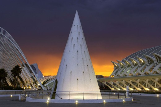 Stock Photo: 1558-93855 Spain, Valencia, Ciutat de reading of Art i  if Ciences, ´Museo Principe Felipe´, reading, Cones, elevator, illumination, twilight,  Culture park, ´city of the arts and the sciences´, museum landscape, constructions, ´L´Umbracle´, garden promenade, backgr