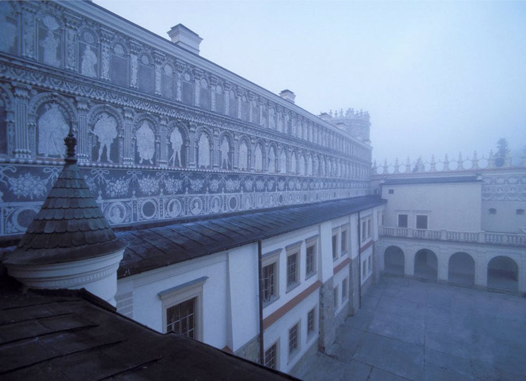 Poland, Krasiczyn, castle, fogs,    Europe, Eastern Europe, sight, palace, palace hotel, style, renaissance, fortress, aristocracy fortress, inner courtyard, arcades, architecture, 16. Jh., built 1580-1633, construction, hazy, foggily, immensely, mystical : Stock Photo
