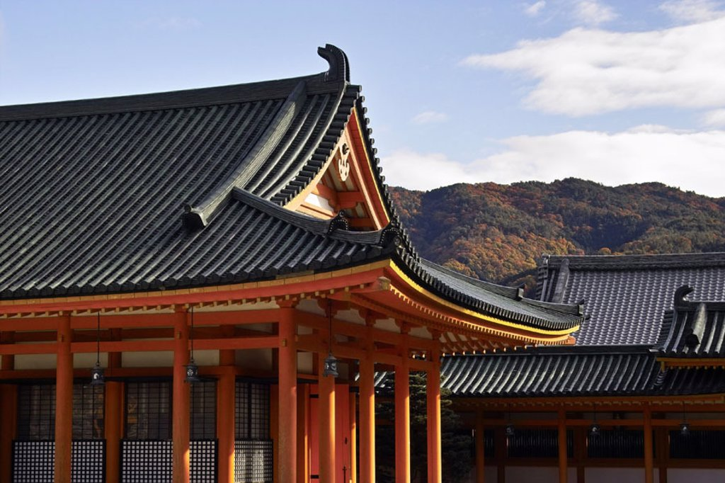 Stock Photo: 1558-95795 Japan, Kyoto, Heian-jingu shrine,  Detail, background, mountains,   Series, Asia, Eastern Asia, sight, culture, cult place, wood construction, architecture, roofs, sanctuary, belief, religion, Shintoismus, Shinto, Shinto Shrine, Spiritualität,
