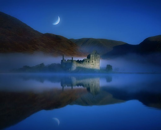 Stock Photo: 1558-96681 Great Britain, Scotland, Strathclyde,  Kilchurn Castle, hole Awe,  Water reflection, moon, night, [M],  Nature, landscape, sea, mountains, palace, castle, water, mountain , reflection, mood, moon sickle, moonlight, silence, silence, mysteriously, mystic,