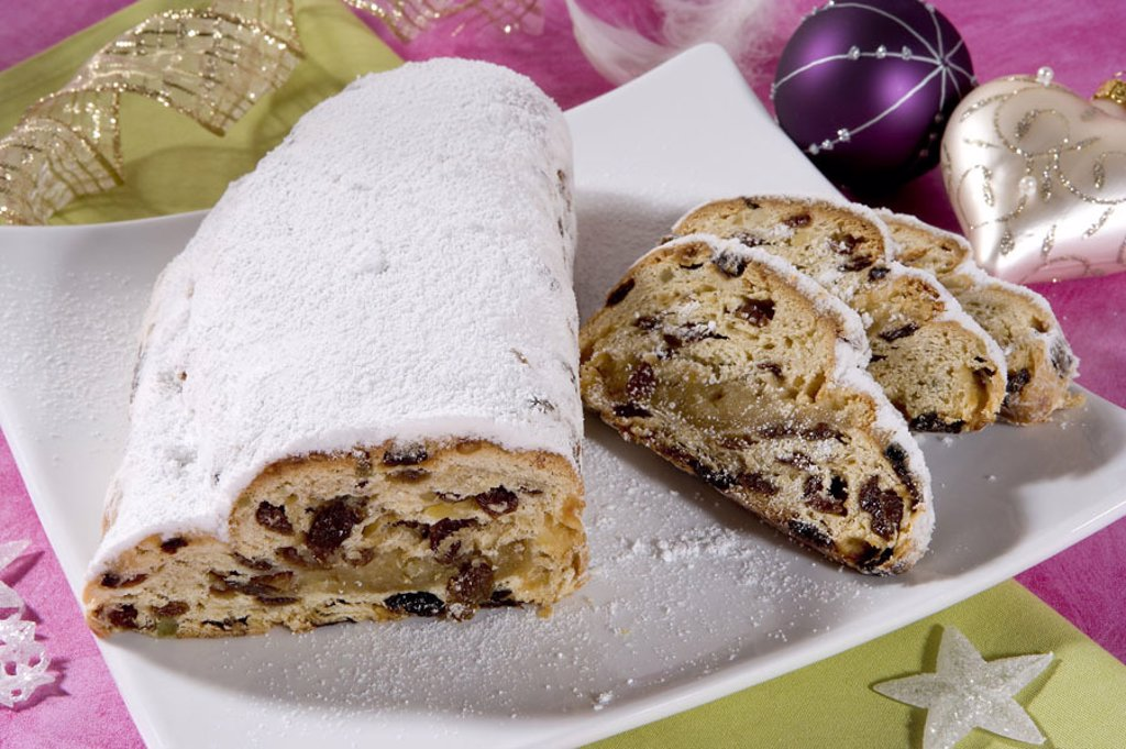 Christian tunnels, bragged,    Food, Christmas time, Christmas, Christmas pastries, tunnels, Christmas bakery, pastries, raisins, powder sugar, forecastles, pastries, disks, Christmas balls, quietly life, fact reception, : Stock Photo
