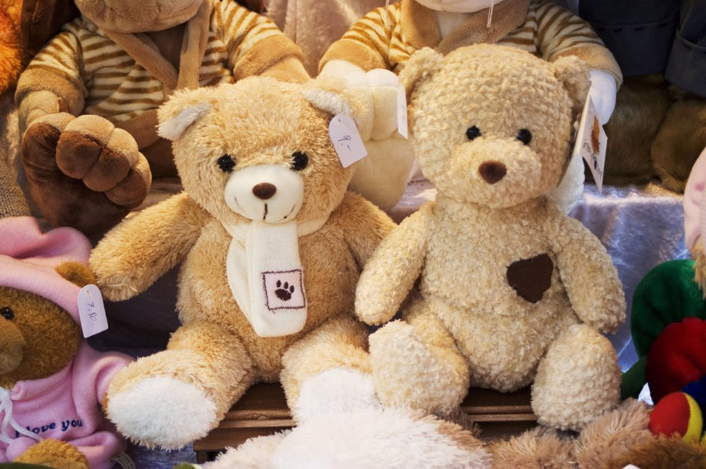 Stock Photo: 1558-98124 Business, sale, teddies,    Material animals, teddy bears, plush animals, Kuscheltiere, symbol, childhood, playing, childhood memory, cuddly, soft, dearly, innocently, collector item, concept, retails, economy,