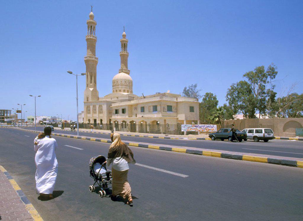 Egypt, Hurghada, Abd-el-Menaim-Rhiad Mosque, street scene, pedestrians,   Abd-el Moniem Reyad mosque, buildings, construction, towers, minarets, architecture, culture, architecture, sight, street, passer-bys, heaven, cloudless, symbol, destination, touris : Stock Photo