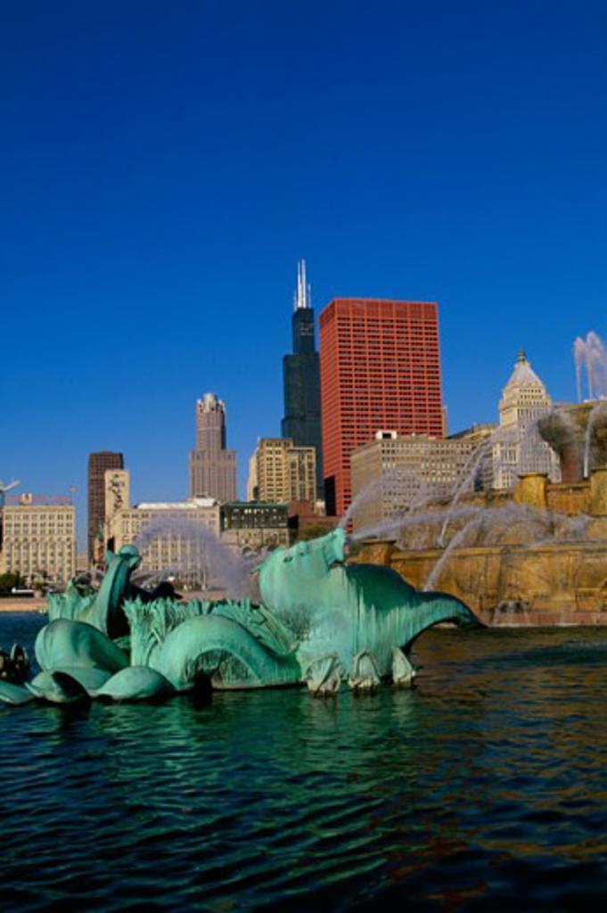 Stock Photo: 1561-847 Buckingham Fountain Grant Park Chicago, Illinois, USA