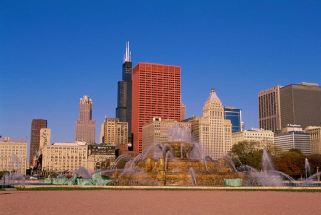 Stock Photo: 1561-848 Buckingham Fountain Grant Park Chicago, Illinois, USA