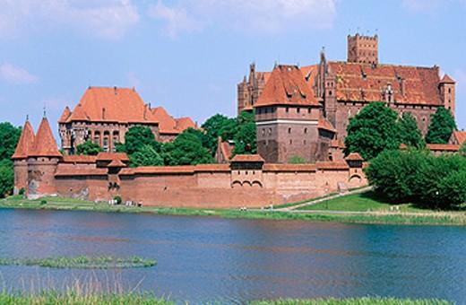 Europe´s largest gothic castle (13th century), residence of Teutonic Knights´ grand master. Malbork. Pomerania. Poland : Stock Photo
