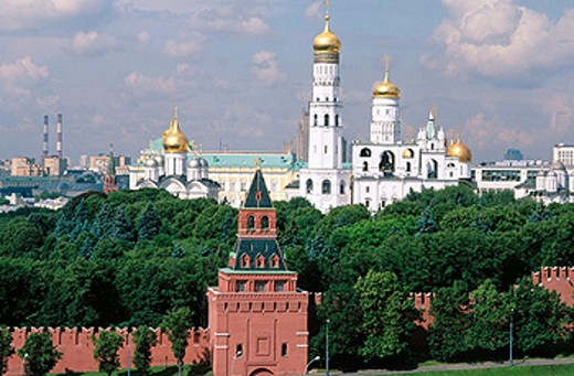 Stock Photo: 1566-0106335 Cathedral of St. Michael the Arcangel and Bell Tower of Ivan the Great. Kremlin. Moscow. Russia